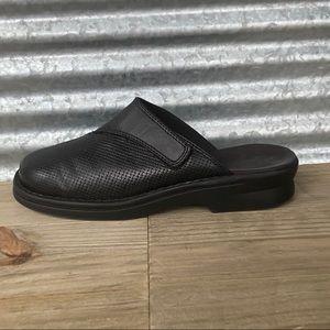 Clark's Women's Black Leather Mules, Size 7.5, EUC